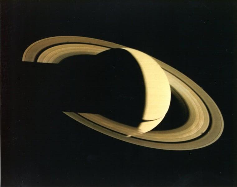 Saturno ripreso da Voyager 1