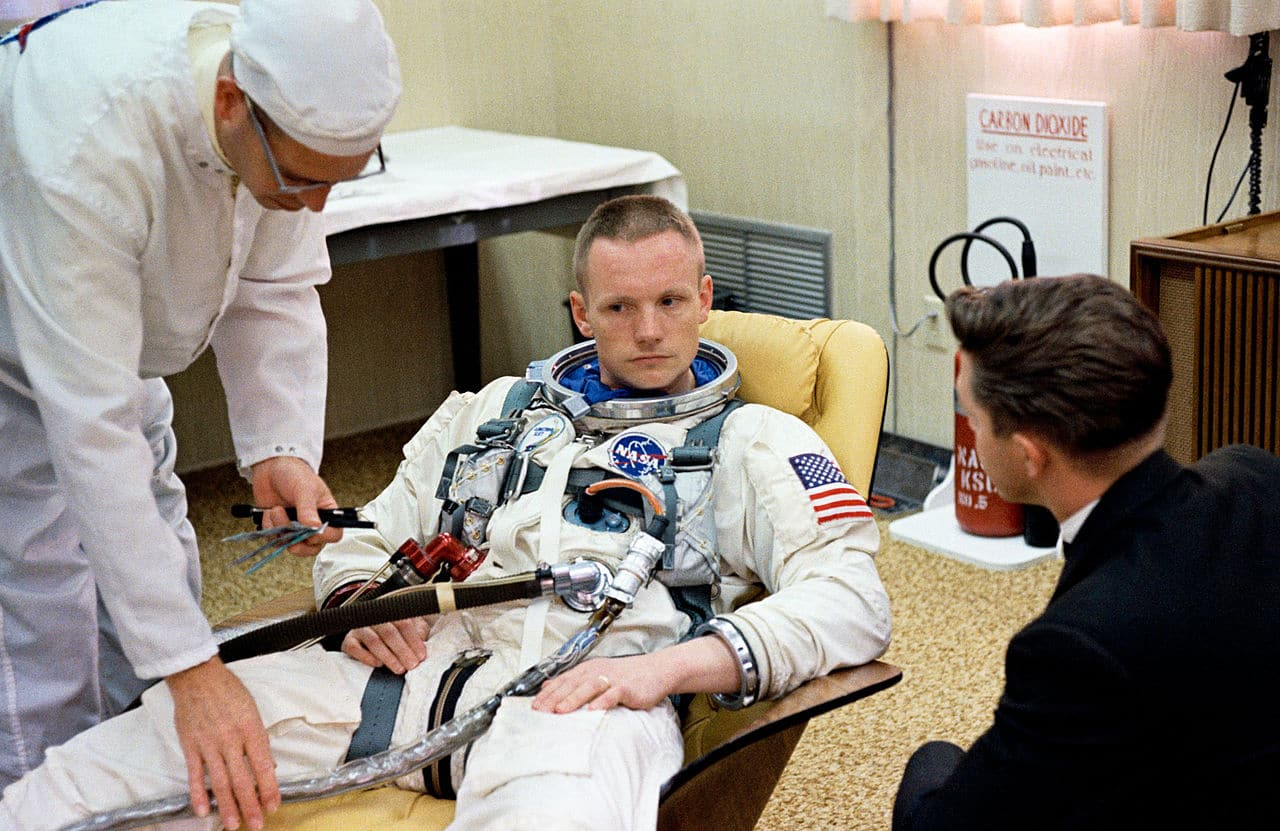Armstrong prima del volo con la Gemini 8.