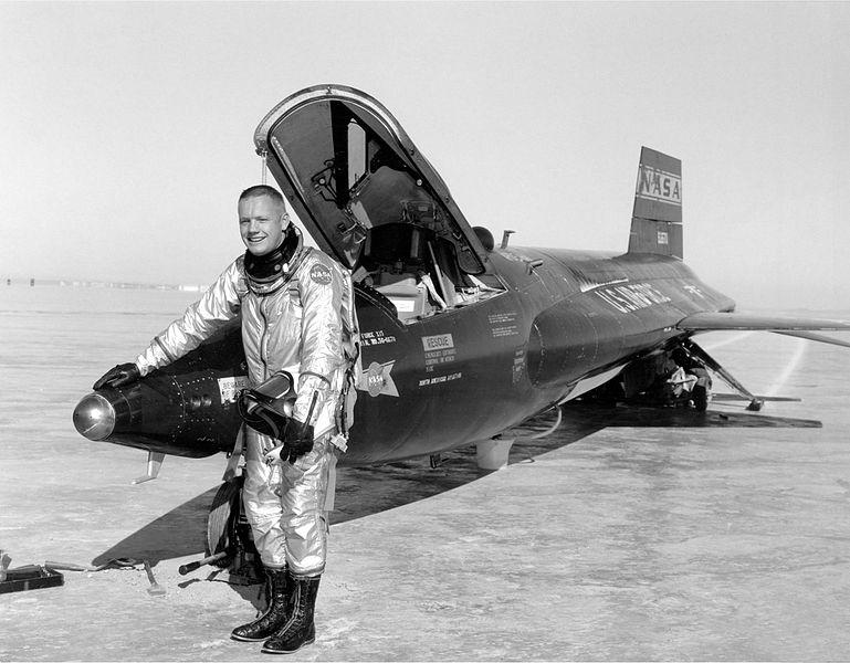 Armstrong pilota collaudatore